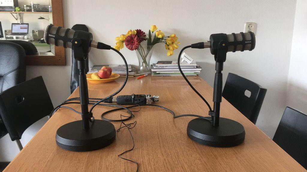 Podcast als gesprek aan tafel